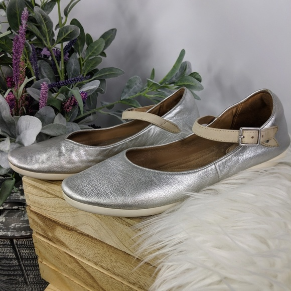 CLARKS Feature Film silver leather Mary Jane flats